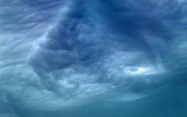 台風や豪雨にそなえる家の対策。避難の注意点